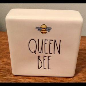 Queen 🐝 bee